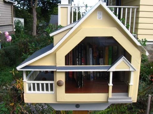 The tiny free library